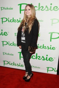 Аврил Лавин, фото 13801. Avril Lavigne - Picksie 2.0 launch at Lucky Strike in NYC, november 22, foto 13801