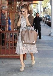 Ева Мендес, фото 4720. Eva Mendes spotted leaving a Medical Building in Beverly Hills, january 18, foto 4720