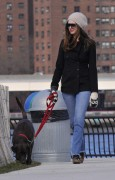 Энн Хэтэуэй, фото 5954. Anne Hathaway 'Walking her dog in Brooklyn', february 5, foto 5954