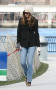 Энн Хэтэуэй, фото 5936. Anne Hathaway 'Walking her dog in Brooklyn', february 5, foto 5936