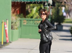 Лиза Ринна, фото 846. Lisa Rinna runs some errands (Feb 17), foto 846