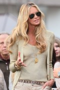Эль Макферсон, фото 1066. Elle MacPherson at The Grove to appear on the programme 'Extra', february 20, foto 1066