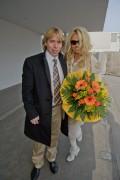 Памела Андерсон, фото 4990. Pamela Anderson arrival at Vienna International Airport, march 4, foto 4990