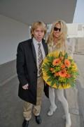 Памела Андерсон, фото 4991. Pamela Anderson arrival at Vienna International Airport, march 4, foto 4991