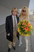Памела Андерсон, фото 4992. Pamela Anderson arrival at Vienna International Airport, march 4, foto 4992