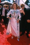 Patricia Heaton-51st Emmy_Boob Peek