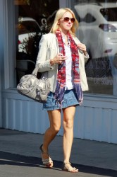Naomi Watts - Brentwood Country Mart, L.A. - April 6 2012