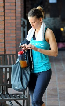 Hilary Swank - Candids leaving the gym in Los Angeles | April 19, 2012 | 9x HQ