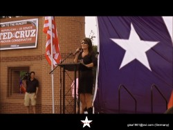 Sarah Palin---27.07.2012--legs in boots--USA