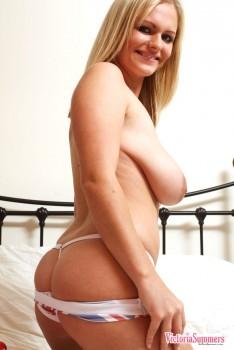 Rubia exhuberante Vicky Summers 16k Fotos - P4